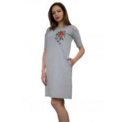 Дамска рокля от трико с бродерия