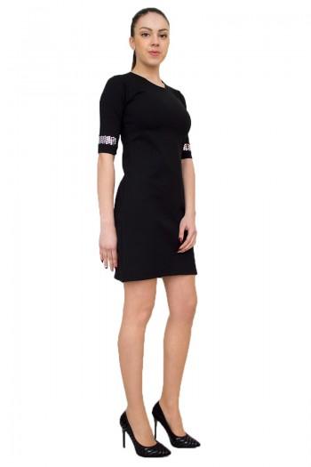 Стилна черна рокля с декоративни елементи