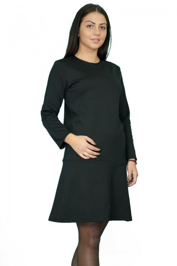 Стилна черна рокля с разкроена долна част и ефектен цип отзад