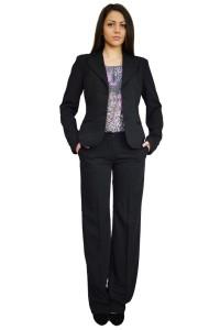 Елегантен дамски бизнес костюм класически модел в черен цвят със светло райе