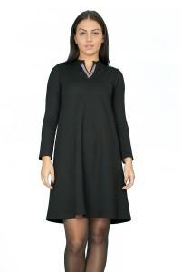 Разкроена черна рокля с пришити камъни на деколтето