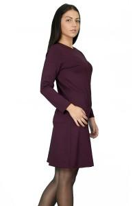 Плътна рокля в модерния за сезона цвят бордо