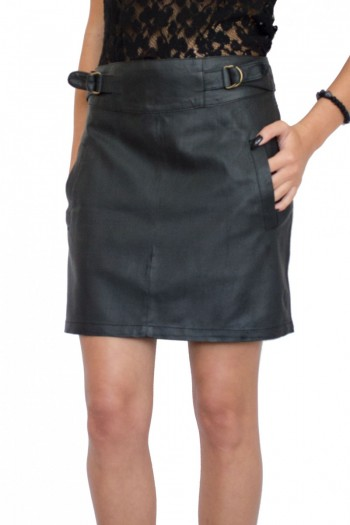Черна кожена пола с декоративни елементи