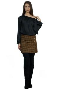 Топла, зимна , вълнена пола в красив кариран десен