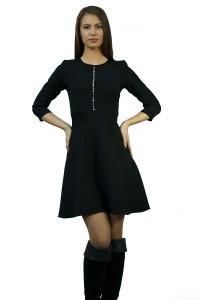 Стилна черна рокля-вталена в горната част