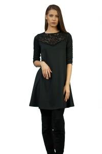 Разкроена дамска рокля с апликация от дантела