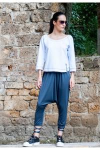 Дамски панталон, тип потур със 7/8 дължина и връзки в долната част на крачола.
