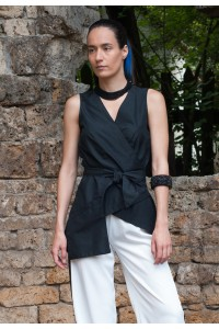 Дамска черна лятна блуза с колан в областа на талията