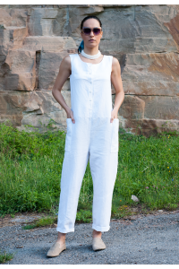 Летен бял ленен дамски гащиризон със свободен силует