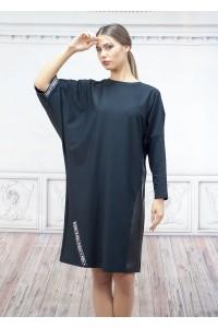 Спортна дамска рокля с а-симетрични ръкавите