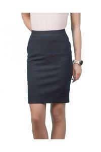 Елегантна дамска черна пола с металенен цип за закопчаване в задната част