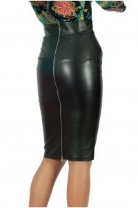 Дамска права черна пола с метален цип за закопчаване в задната част