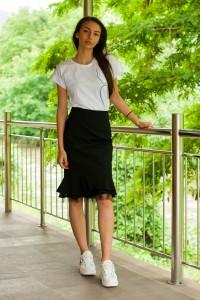 Стилна черна пола с дантела